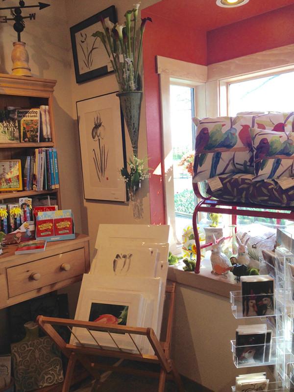 RoozenGaarde Gift shop display